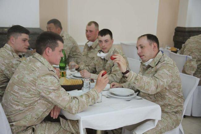 Праздничный обед для российских военных в Сербии