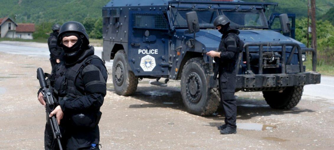 Сербская бронетехника вышла к границе Косово