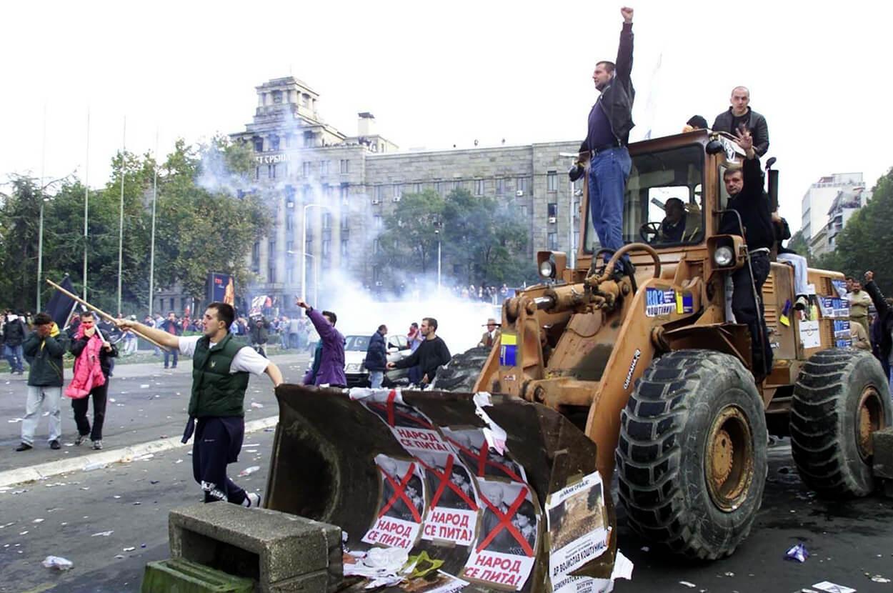 Бульдозерная Революция против Слободана Милошевича